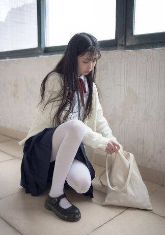 宅男福利-01JK制服清纯女同学白丝萝莉套图写真集-小姐姐美女图-痴痴资源网