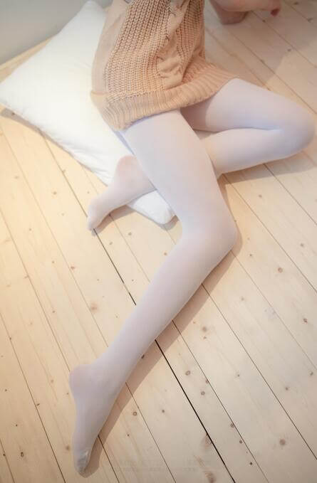 宅男福利-白色露背毛衣精选套图写真-性感可爱的一批-痴痴资源网