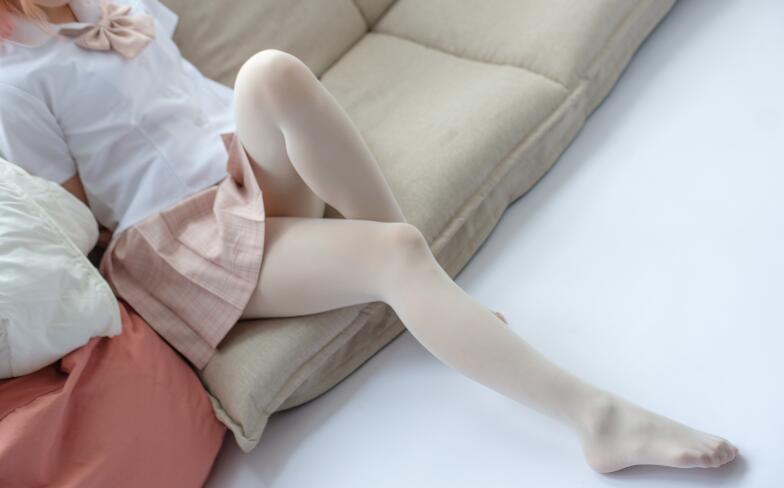 宅男福利-百褶裙奶白超滑丝袜美女套图-痴痴资源网